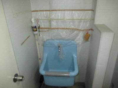 施工前 トイレ掃除用流し