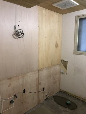 施工中 トイレ撤去左側