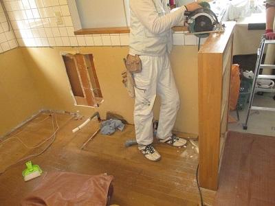 施工中 キッチン 壁撤去