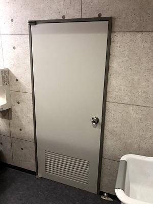施工後・トイレ入口ドア