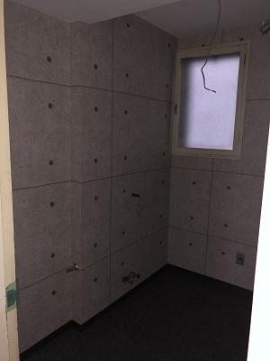 施工中 トイレ壁 クロス
