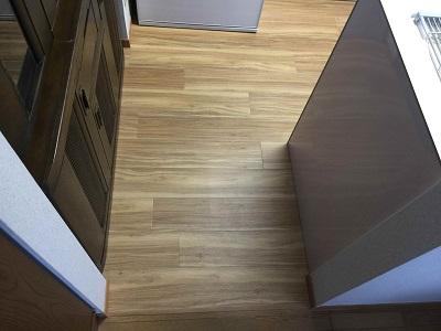 施工後 キッチン横パネル