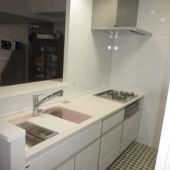 タカラスタンダードシステムキッチンはいつまでも真っ白な輝き!札幌市マンション