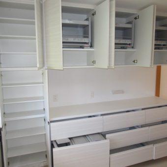 壁一面にぴったりオーダー製食器棚!昇降棚で機能性も抜群 札幌市