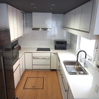 L型キッチン+オーダー製食器棚で大満足な三面キッチン!札幌市