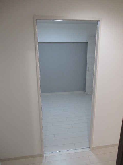 5施工後居室3洋室入口