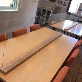 オーダーアクリル板で飛沫感染対策 札幌市事務所