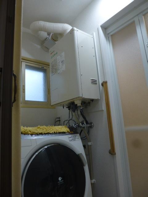 4施工後浴室横壁掛給湯機