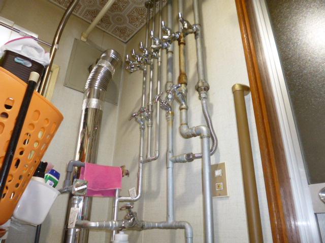 1施工前浴槽横配管