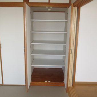 和室リフォーム、押入れに中棚取付けの施工事例!札幌市マンション