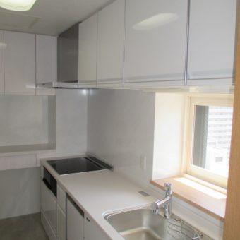 家事負担を軽減、家事らく仕様のホーローシステムキッチンへリフォーム!札幌市マンション