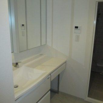 ゆったり座ってプライベート空間な洗面化粧台『エリーナ』で使い心地抜群!札幌市マンション