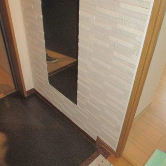 LIXIL『エコカラットプラス』+姿見ミラー取付けで快適な玄関へ!札幌市マンション