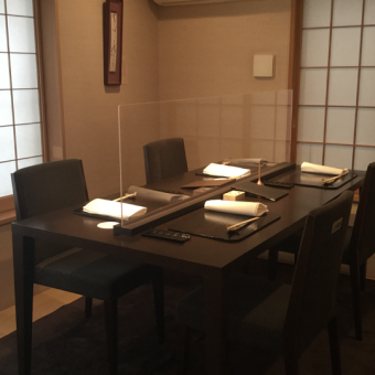 お店の雰囲気に合わせた店舗用オーダーアクリル板|東京都店舗