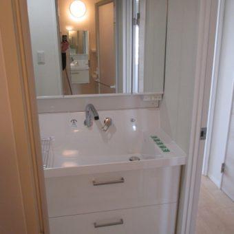 リクシル洗面化粧台『ピアラ』でキレイと使いやすさを!小樽市マンション