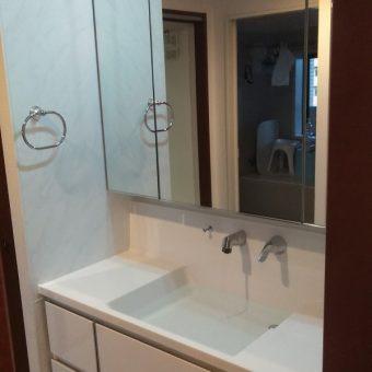 高品位ホーロー製の洗面化粧台で湿気もニオイもシャットアウト!札幌市マンション