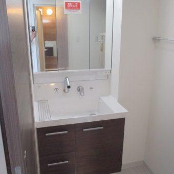 LIXIL(リクシル)洗面化粧台『ピアラ』でユーティリティを快適空間へ!札幌市マンション