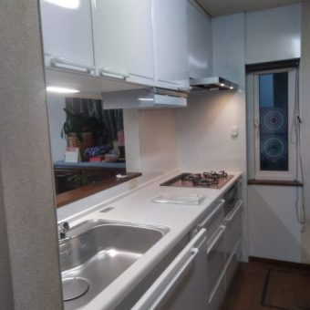 ホーローシステムキッチン『エーデル』でお掃除しやすく明るい空間へ!札幌市戸建