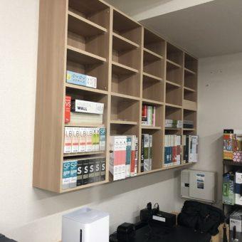 オーダー本棚(吊棚タイプ)、デッドスペースを活用しスッキリ収納!札幌市事務所