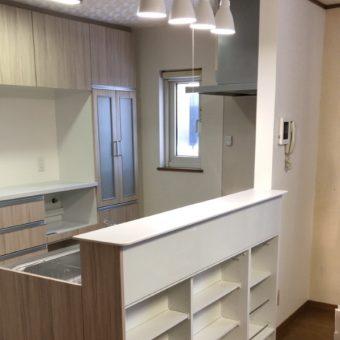 収納たっぷり満足のキッチン空間でスッキリ片付け上手に!北広島市戸建