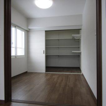 和室を洋室に、カーペットフロアはフローリングヘ内装リフォーム事例!札幌市マンション