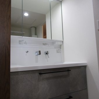 シンプル機能の洗面化粧台『リフレシオ』へすっきりリフォーム!札幌市マンション