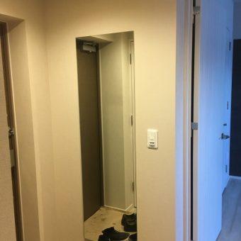 玄関ホール姿見ミラー新規取付+居室ホスクリーン新規取付施工事例!札幌市マンション