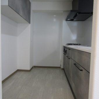 クールスタイリッシュなシステムキッチンで洗練された空間に!札幌市マンション