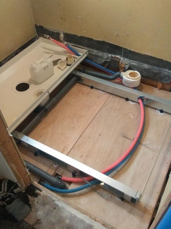 2施工中浴室5追い焚き配管準備